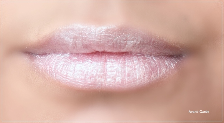 H&M holographic lipstick swatch