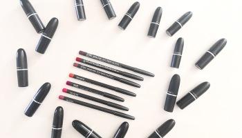Super Lustrous The Luscious Mattes Lipstick by Revlon #11